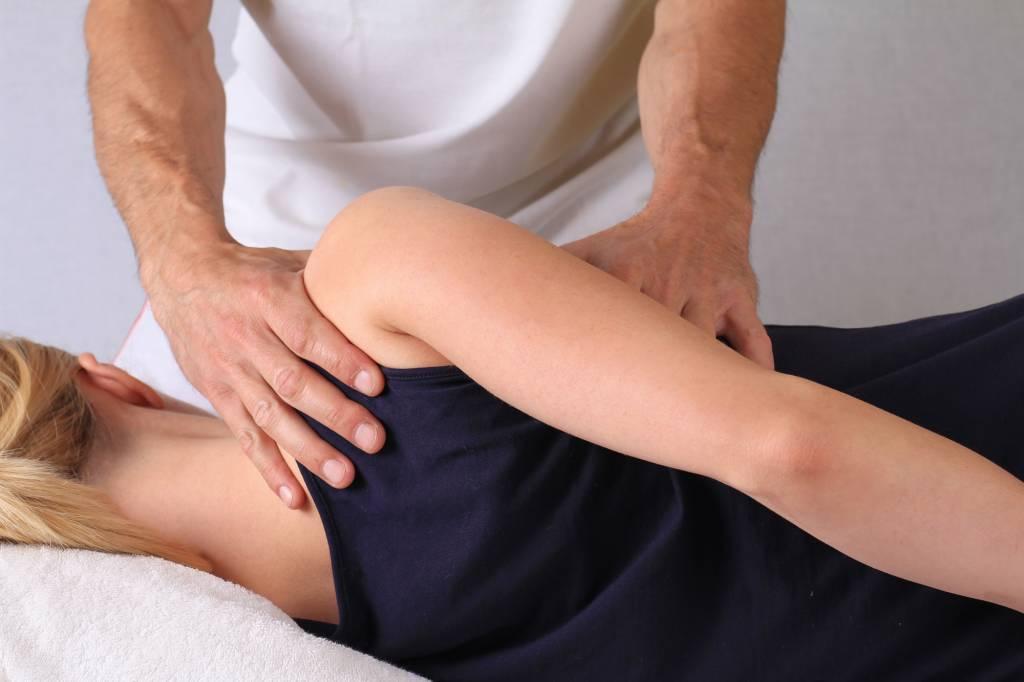 Лечебный приём врача мануальной терапии